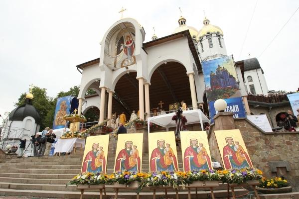 До 150-ї річниці коронації Ікони Матері Божої Зарваницької освятили 10 унікальних її копій