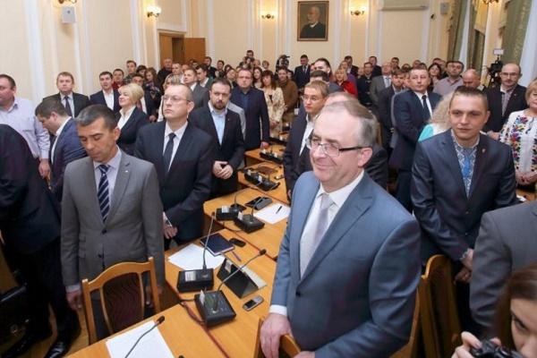 Перед тернопільськими депутатами дилема: працювати чи пікетувати?