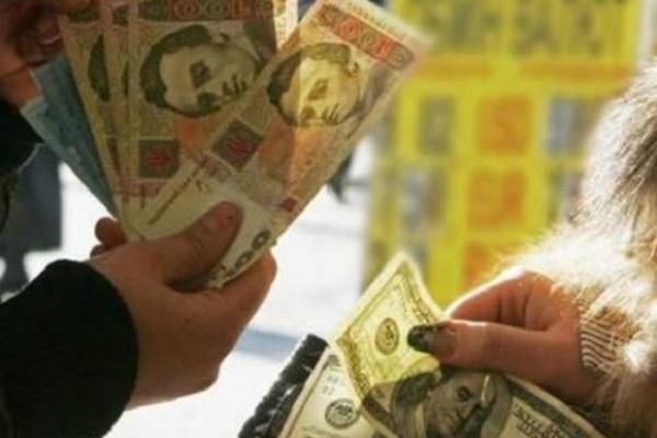 Курс долара в Україні може пробити нову позначку: аналітики розповіли, скільки заплатимо за валюту