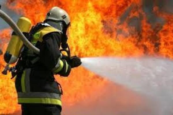 Пожежу в селі Фірташа гасили вогнеборці аж з двох областей