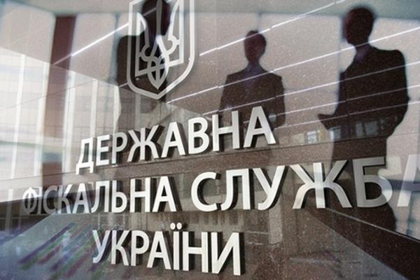Фіскали почали «полювання» на банківські картки українців