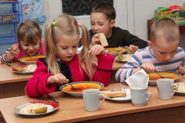 Районні чиновники вирішили «виїхати на горбі» батьків діток в садочках і посварити громади?