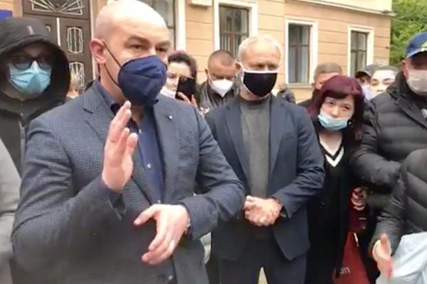 Підприємці з речових ринків Тернополя готові виконувати усі вимоги епідеміологів, лиш би знову працювати