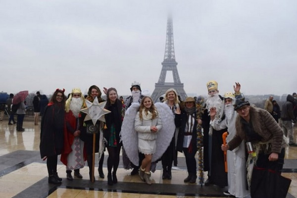 Як тернопільські заробітчани з вертепом в Парижі ходили (Відео)