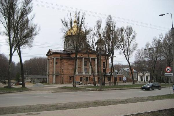 Як церковники «прихватизували» 2 гектари парку Національного відродження