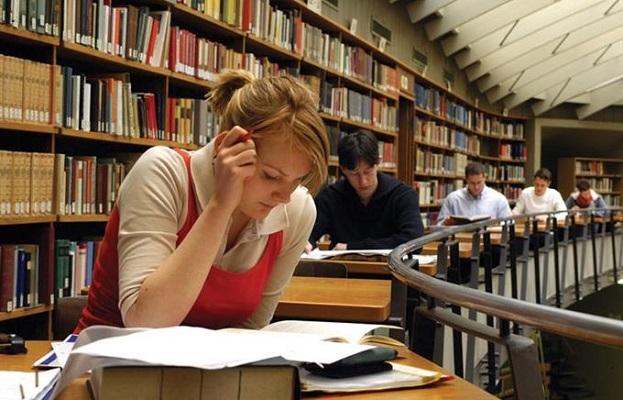 Греки запрошують тернопільських випускників