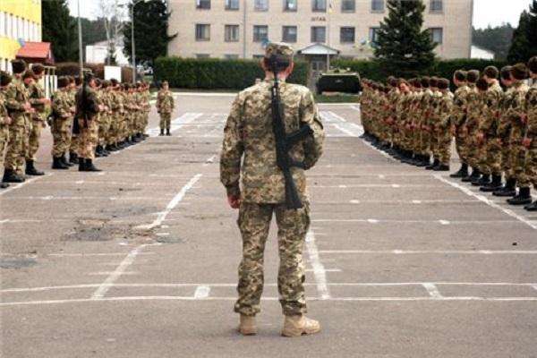 Чому комісар Тернопільського військомату просить дівчат тікати від своїх хлопців?