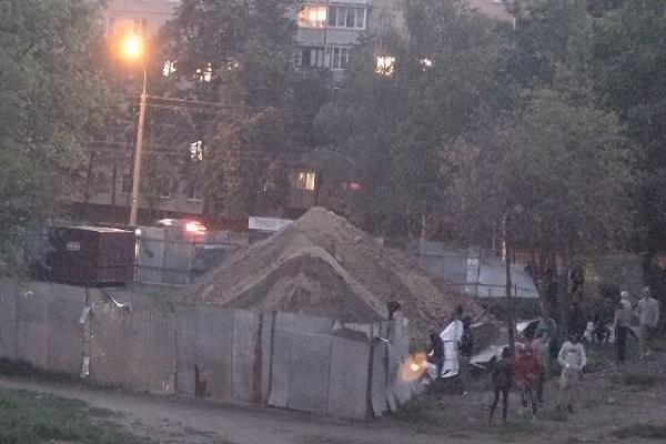 Як на бульварі Петлюри тітушки боряться з приватною власністю (Відео)