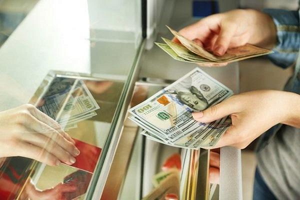 Тернополянам радять запастися валютою