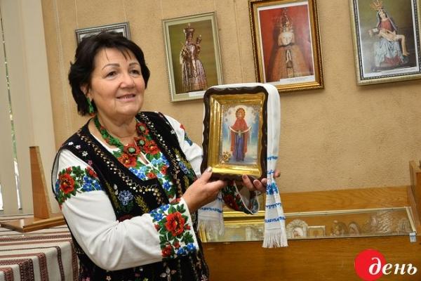 Тернопільська колекціонерка подарувала музею понад 200 ікон