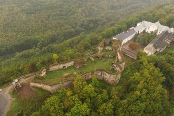 """На Тернопільщині розташувався замок, який називають """"ключем від Поділля"""""""