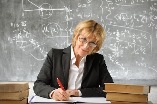 «Три мінімалки і ніякої сітки»: що буде з зарплатами вчителів найближчим часом