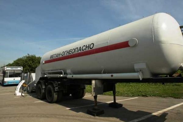 Газ на автозаправках знову пробує наздогнати бензин?