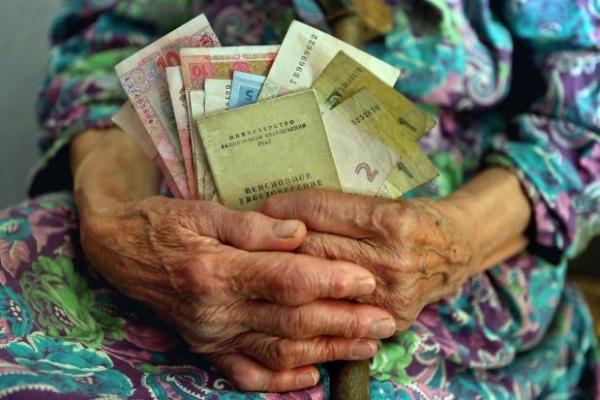 Пенсіонери без стажу отримуватимуть замість пенсій соціальну допомогу?