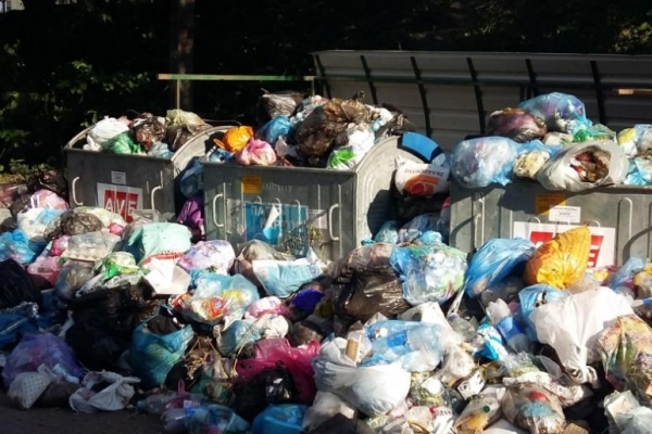 Тернополяни влаштували звалище сміття на Новому світі (Фото)