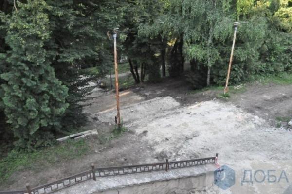 У тернопільському парку демонтували сходи (Фото)