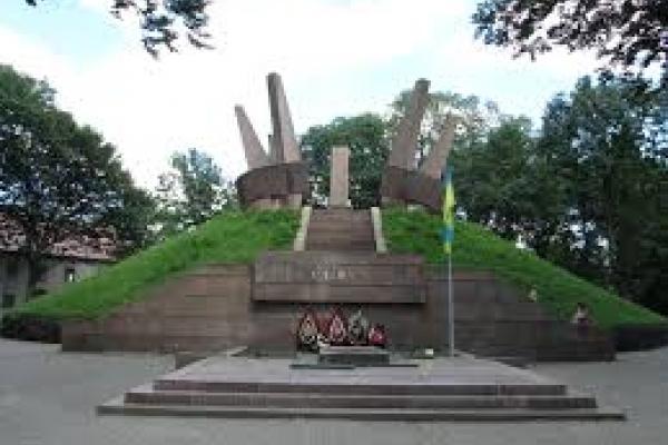 В Тернополі вирішили позбутись «вічного вогню» в Старому Парку (Фото)