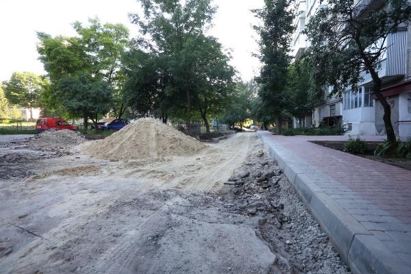 В Тернополі продовжують облаштовувати додаткові місця для паркування (Фото)