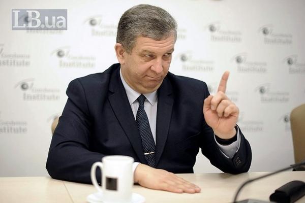 Хочеш працювати на пенсії? Заплати 320 000 гривень і працюй!