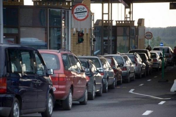 «Євробляхи» — на сміття: чому українці масово залишають авто біля кордону?