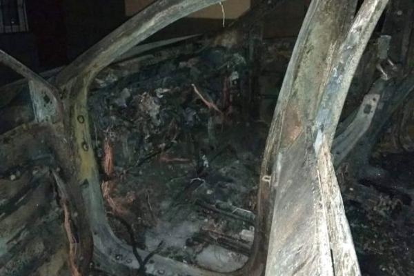 В Тернополі на Алясці спалили ще дві іномарки (Фото)