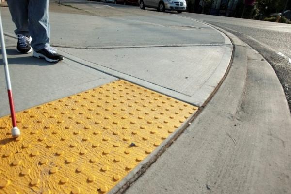 В Тернополі теж планують втановити тактильну плитку на тротуарах?