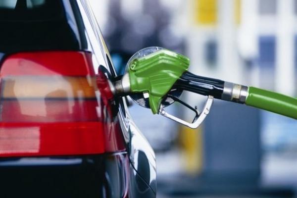 Подарунок від Зе для «скреп»? Україна вперше за чотири роки відновила імпорт російського бензину