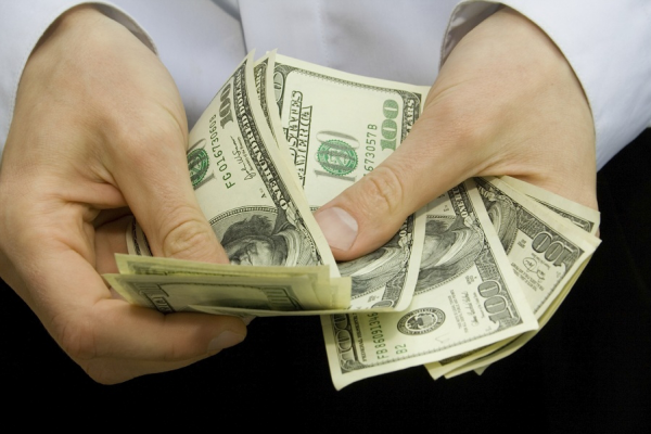 Гройсман прогнозує, що в 2021 будемо заробляти по $620