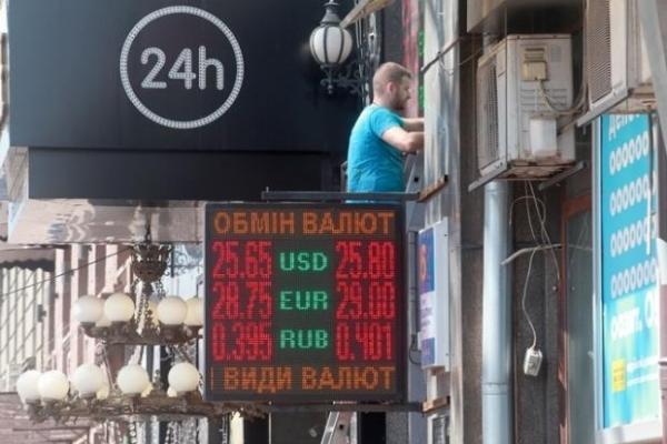 «Долар бахне до 50» — експерти попереджають про небезпеку на валютному ринку