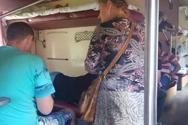 Тернопільські сектанти-джерелісти «тероризують» пасажирів потягів, збираючи гроші на міфічний храм (Відео)