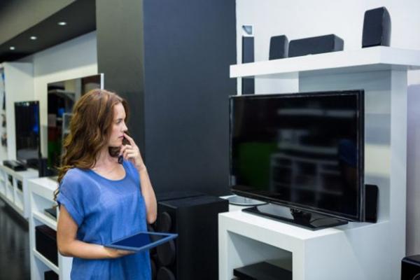 В Україні хочуть ввести новий податок: подорожчають смартфони, телевізори і папір