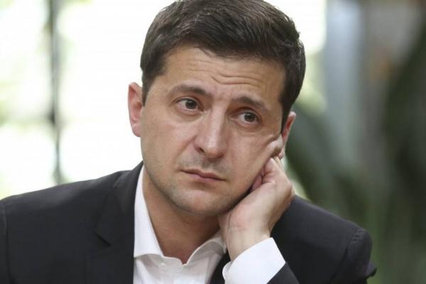 Зеленський заявив, що не збирається стримувати курс гривні