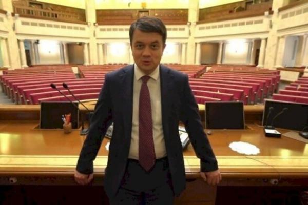 Спікер Верховної Ради вважає зарплату в 38-42 тисяч гривень в місяць недостатньо високою