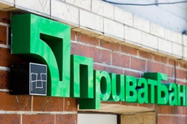 Зрозуміли не всі: Клієнти «ПриватБанку» масово закривають рахунки, люди відмовляються бути толерантними
